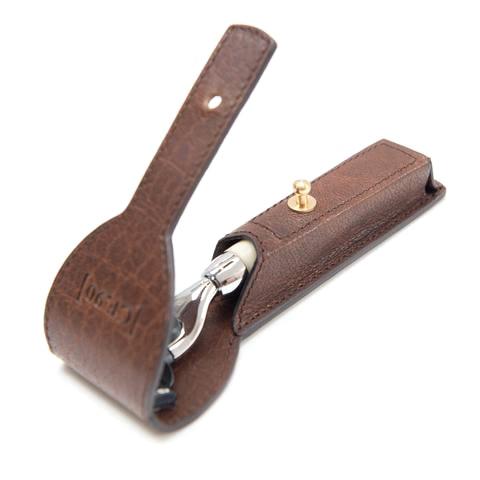 Gentleman Store - Cpt. Fawcett Mach 3 borotva kézzel készített bőr ... c67c9bbf24